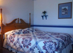 Country-Living-Quilted-Room